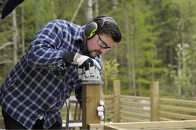 Gehörschutz bei Holzbearbeitung